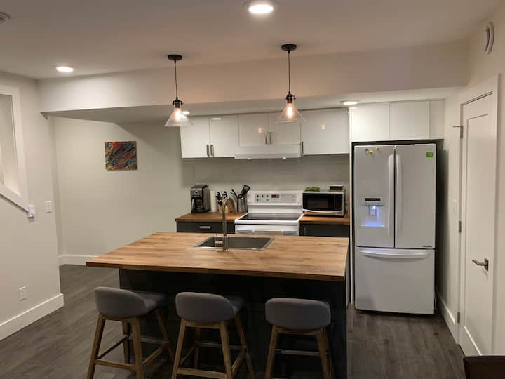 Modern 2bd Suite in SW Edmonton.