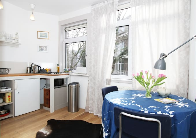 Private apartment near lively neighborhood Jordaan