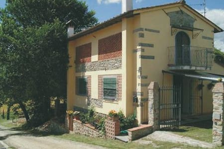 Casa-Fienile Poggio della Mirandola - Vicchio - Hus
