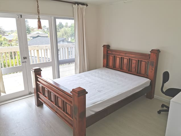 685 Beach Rd, ENJOY!  More Rooms Click HUANXING