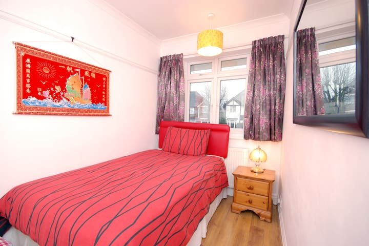 Nice Single room with  double bed