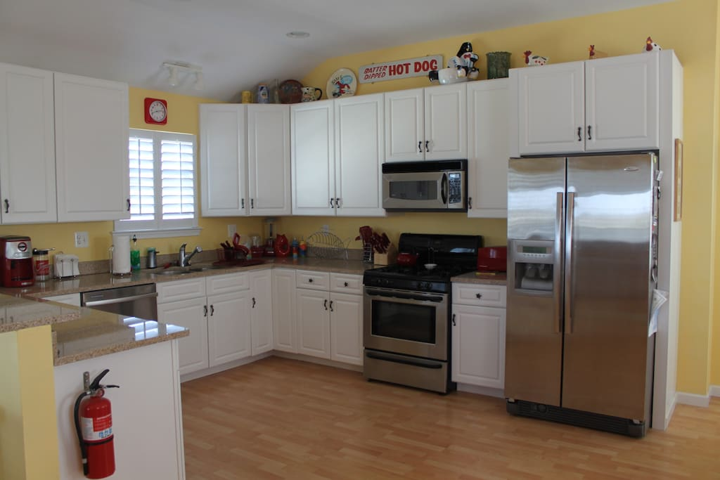 oKitchen - fully equipped with dishwasher and other appliances, pots, pans, dishes, glasses and silverware.
