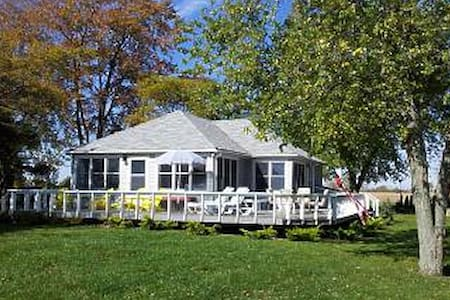 Entire Lakefront home in Wheatley  - Chatham-Kent