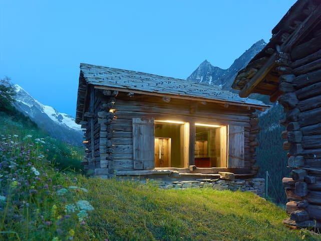 mayen à Pierre, Val d'Hérens, Valais, Sion, Suisse