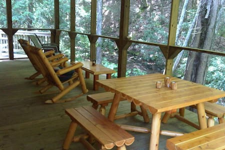 Secluded, Spacious Creekfront Lodge - Tellico Plains