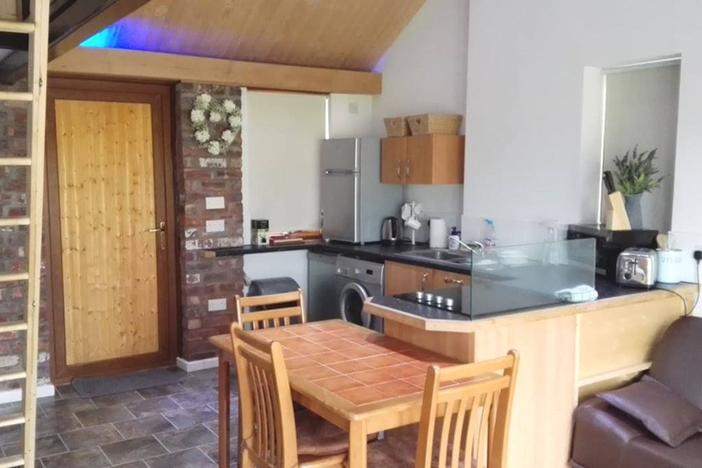 Fully equipped kitchen with washing mc and dishwasher