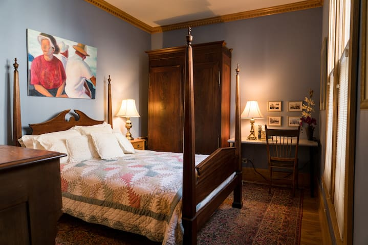 New Orleans Room in Lovely Victorian, Evanston IL