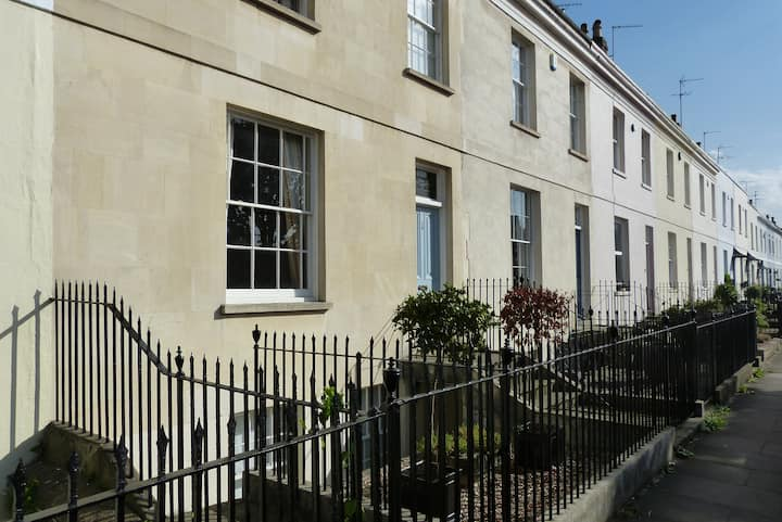 Self-contained basement flat in regency home