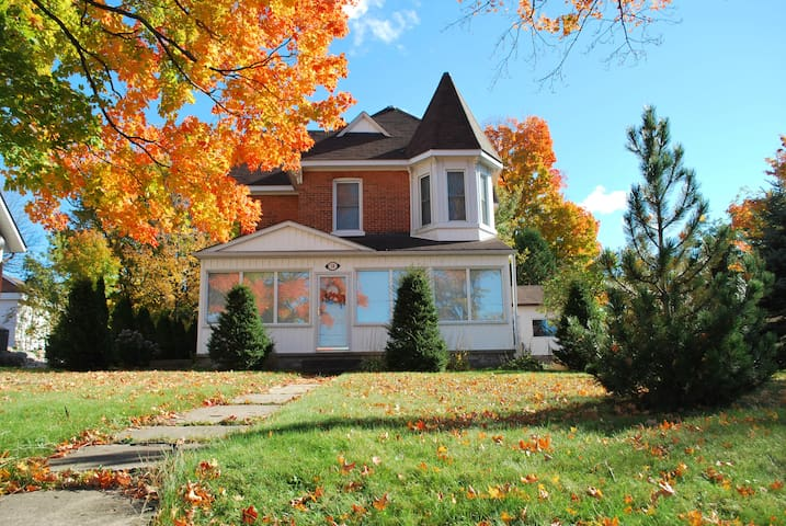 Manse on the Hill - Penetanguishene