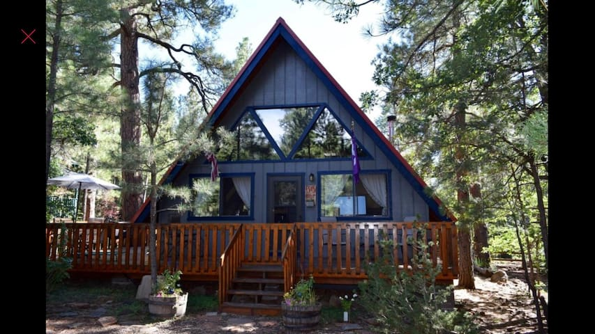 The real Red Roof Inn A-frame in the woods w A/C