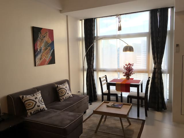 Studio Unit at Twin Oaks Place - Mandaluyong