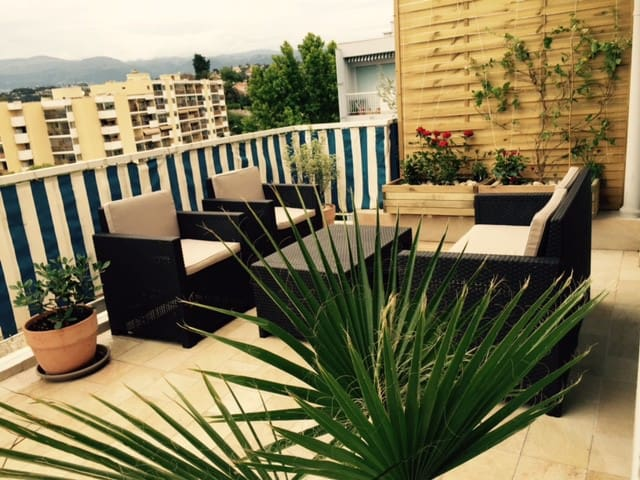 Cagnes/Mer 2 pers. avec terrasse 24m²proche plage