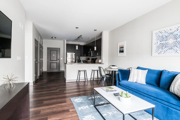 Deluxe Apartment Near Military Park