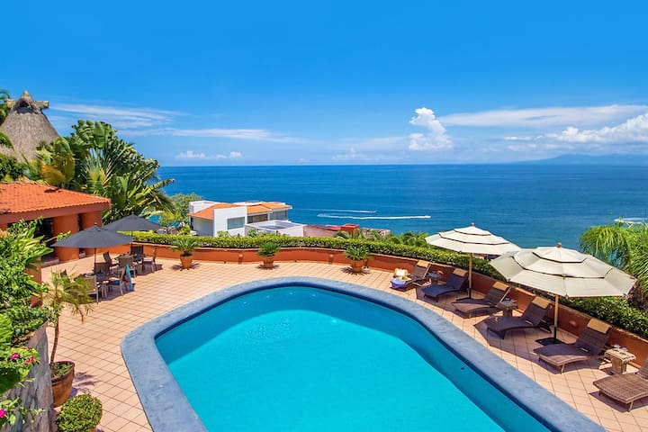 Panoramic views, private pool, tennis court
