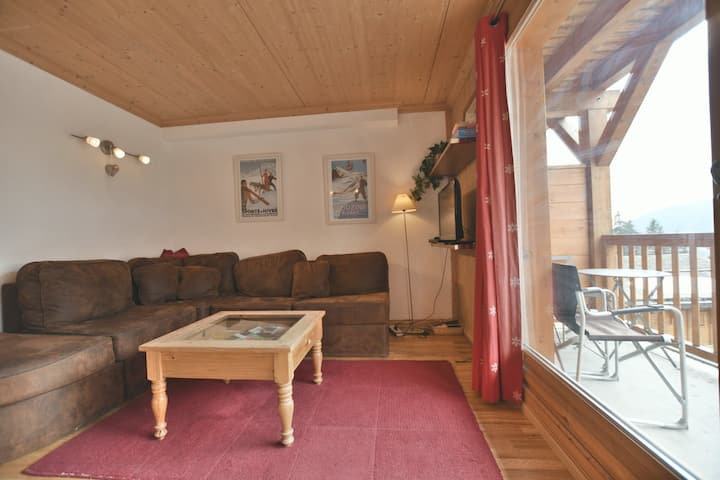 Lovely 2 bed apt for 4 with wifi close to the slopes!