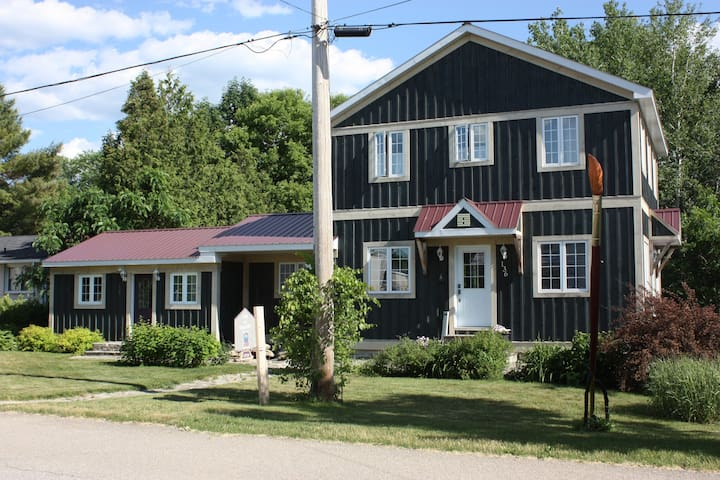 Beautiful House with Sunsets on the River in Town - Merrickville - บ้าน