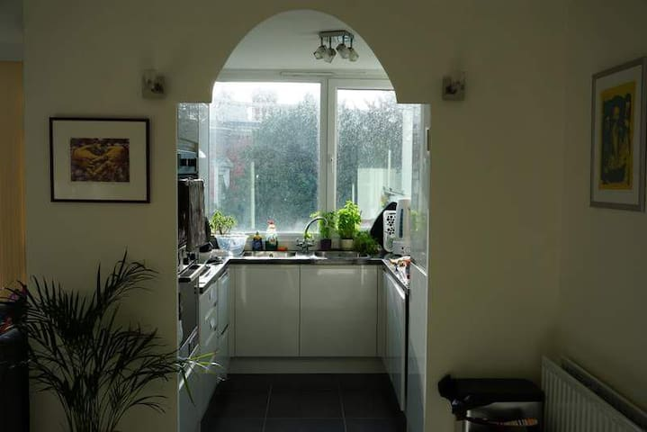 Double room and private bathroom in airy flat