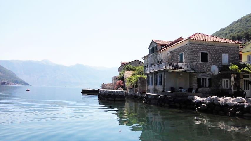 Apartmani Bova Stara Kuca u moru