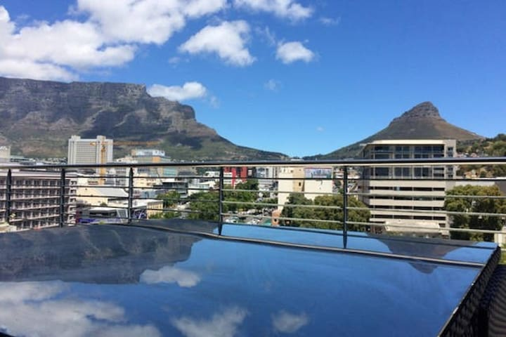 Central Stylish Apartment, Great Views - Cape Town