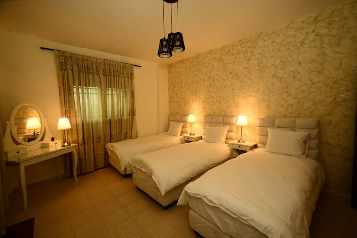 Addiwan Guesthouse: Standard Triple Room (Ezra)