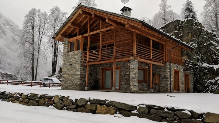 "Renovated ""Walser"" Chalet in nature near Alagna"