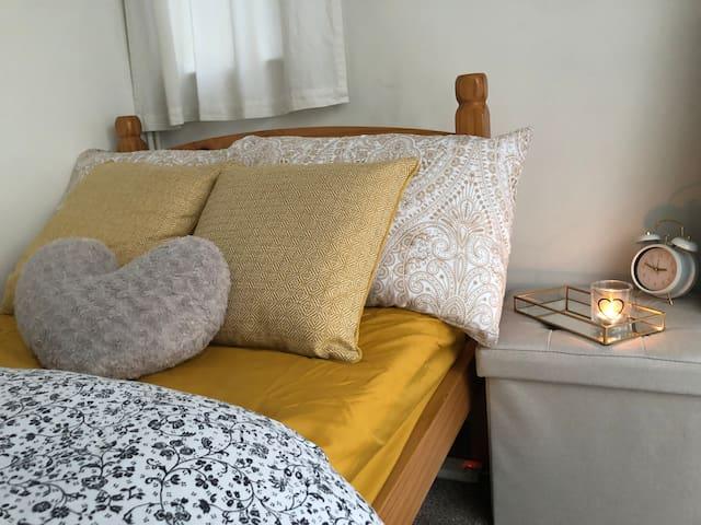 Warm & Cozy Single Room