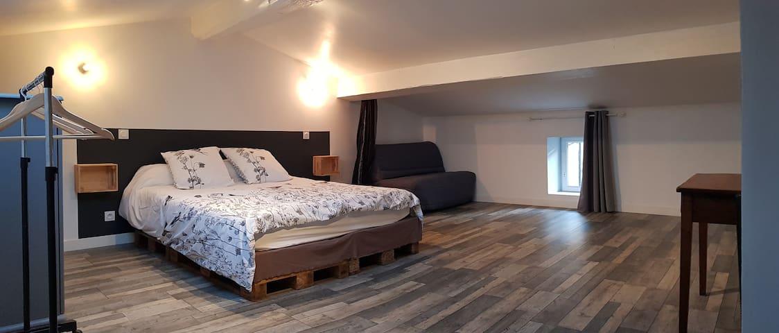 """Troisième chambre, un lit en 160, plus """"BZ"""", niveau 2."""