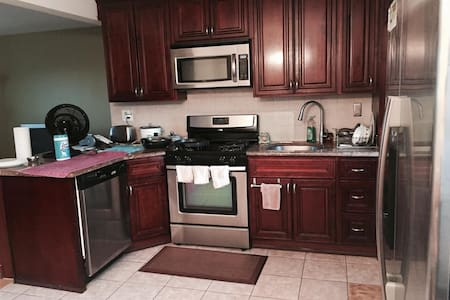 Your Own Bed room in a Condo close to JFK - Queens - Bed & Breakfast