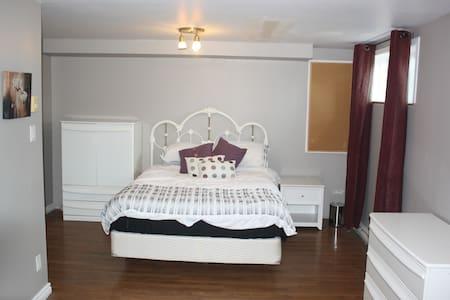 Sous-sol avec chambre, bureau et salle de bain - Saint-Constant - Egyéb