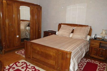 Chambre dans villa de style - Yssingeaux  - Haus