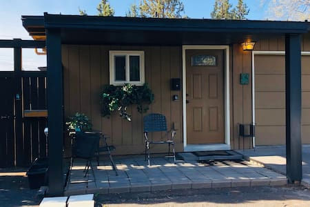 Parkside Studio Cottage~ Monthly Stay Exclusive