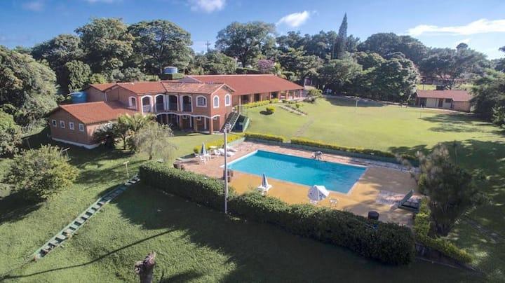 Chácara Ouro Verde Condominio fechado 9 suites