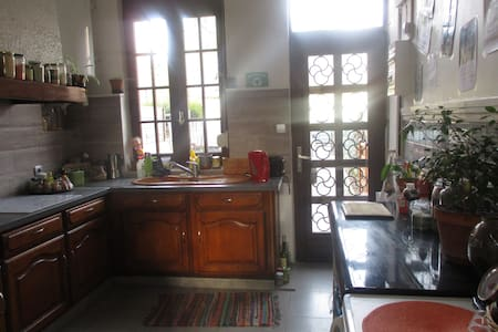 Chambre proche centre dans amiénoise chaleureuse - Amiens - Rumah