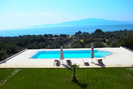 Rustic Seclusion in Aegean Retreat + Infinity Pool - Assos - Huoneisto