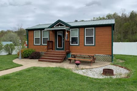 Spacious, Comfortable Cabin #36 near Wheeling