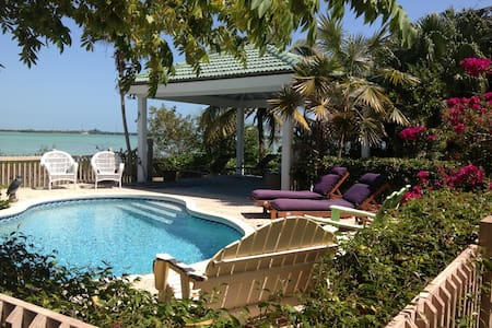 Gated privacy on the water (Green) - Key West