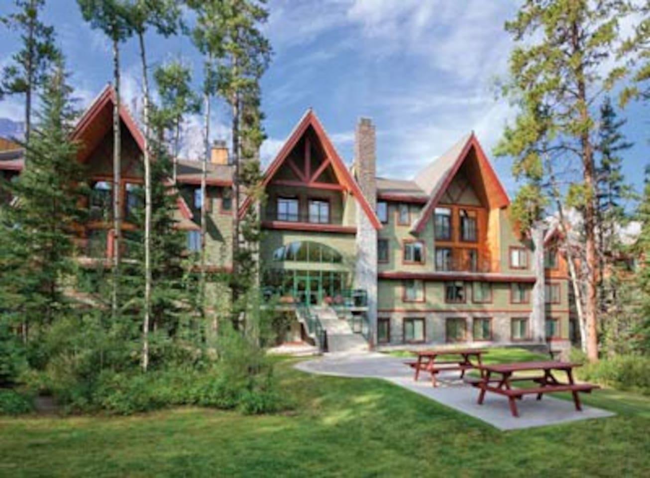 Canmore-Banff Resort 2 Bdrm Condo