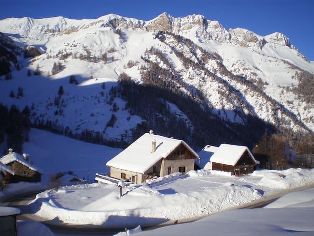Chalet montagnard 20/35 personnes - Saint-Véran - Hytte (i sveitsisk stil)