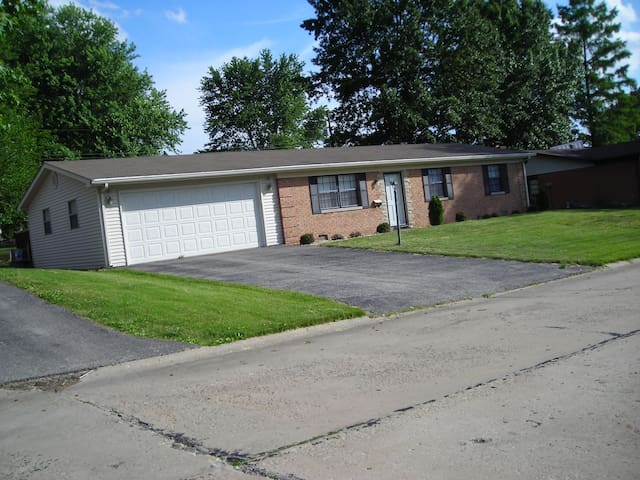 Entire Home near St. Louis & SAFB - Belleville - Hus