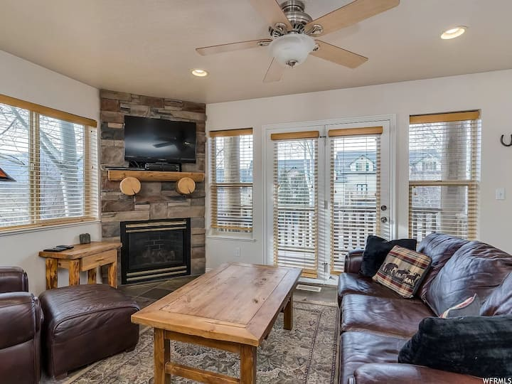 Comfortable, relaxing retreat close to adventure
