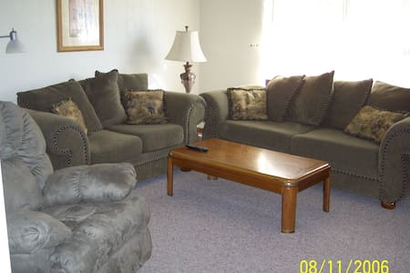 Furnished Duplex-Near St. Louis - Belleville