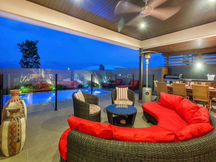 16 guests luxury house 10 minutes to Mooloolaba