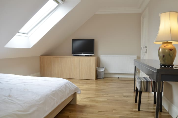 London house with en-suite rooms 2 - Lontoo - Talo