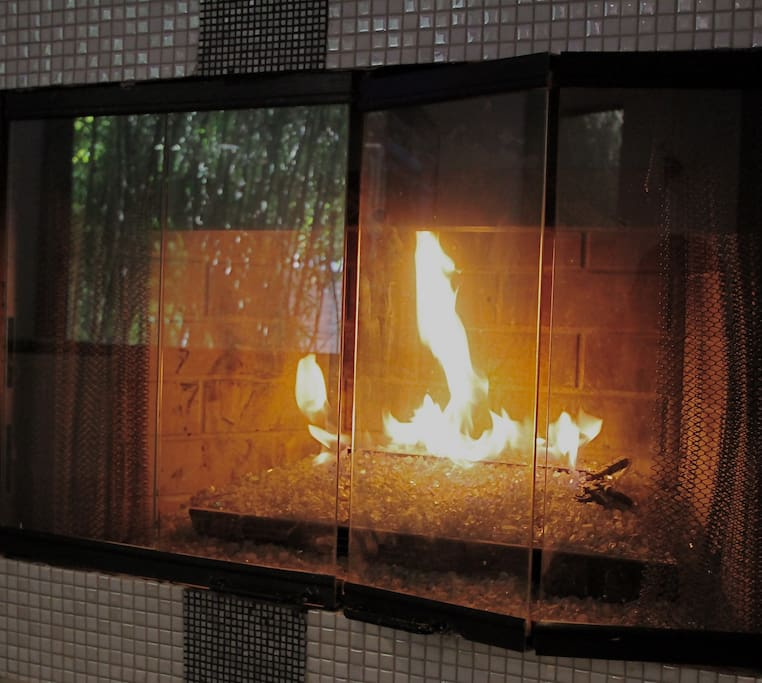 Modern gas fireplace to heat up the room during cold LA nights.