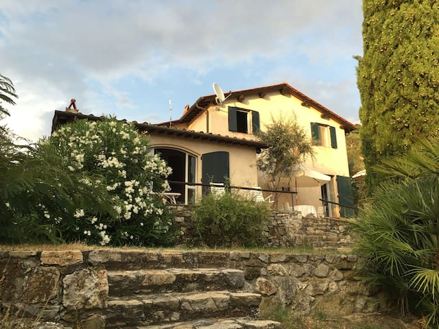 Panorama house with olive grove - Mommio Castello - House