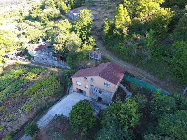 Casa con 2 plantas con vistas a la ria de aldan