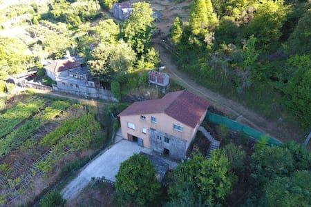 Casa con 2 plantas con vistas a la ria de aldan - O Igrexario