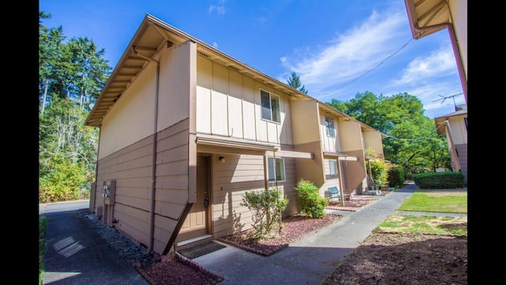 1,030 Quiet Sq ft in Tacoma, near University Place