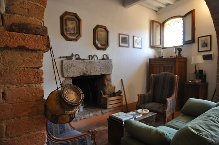 Charming Tuscan ancient house with big fireplaces - Cetona