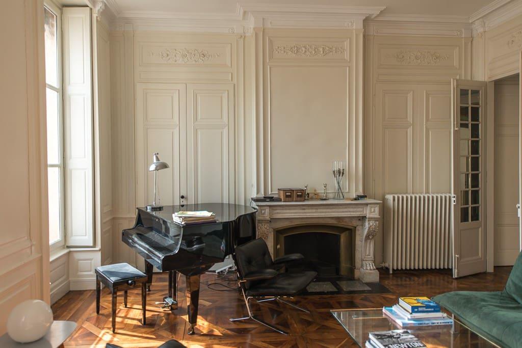 Si vous êtes musicien, n'hésitez pas à jouer du piano.